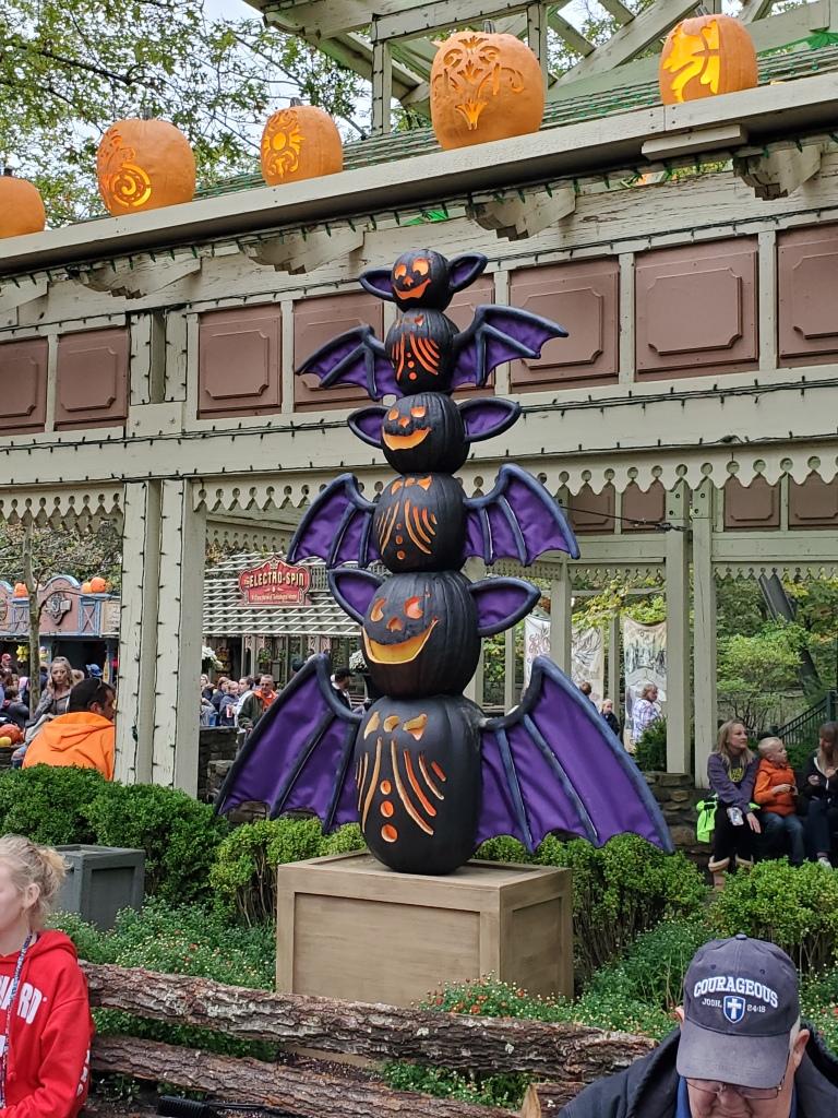 Bat pumpkin totem